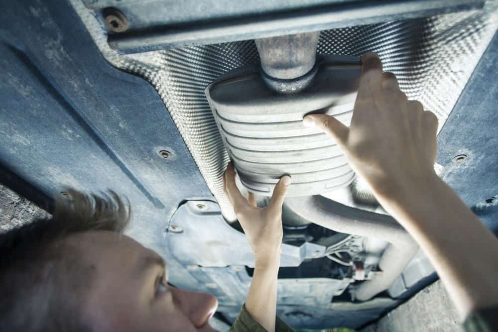 Auto exhaust mechanic
